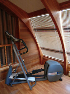 Precor EFX 5.17i Elliptical with HR Monitor *Like New Condition*