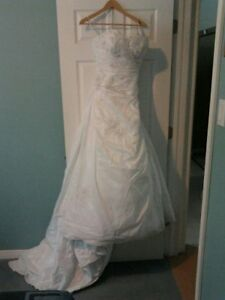 Wedding Dress   Designer name : Ella Rosa