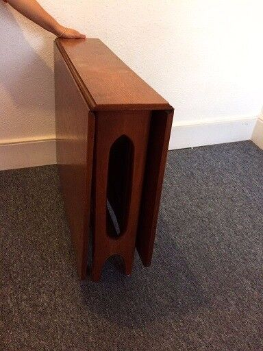 Leaflet Dining table with 4 chairs