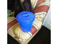 Curver small bin with lid