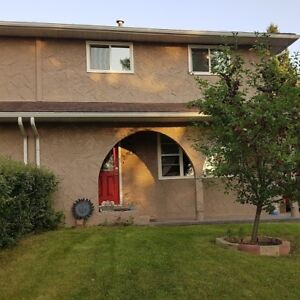 Renovated 2-storey Duplex in St Albert as of October 1 or neg.