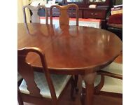 Dining Room Table and 6 Chairs Very Good Condition