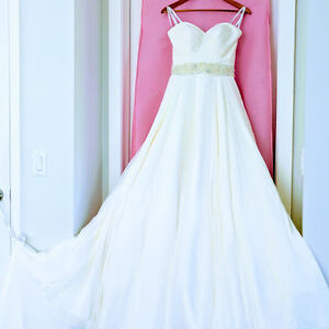 New wedding dress for sale