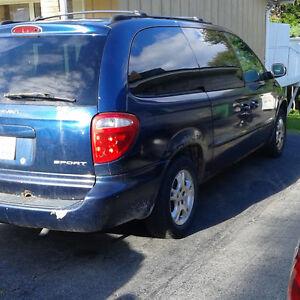 2002 Dodge Caravan Sport Minivan, Van
