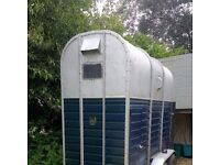 horse box / rice pony trailer. classic, vintage with four brand new tyres and new floor