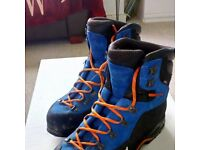 SIMOND Men's Light Mountaineering Boots ( Used Once)