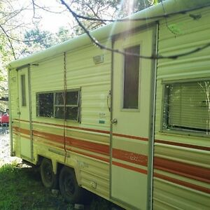 1986 Prowler Duel Axle travel Trailer