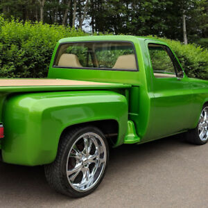 Custom ,One of a kind    84  GMC Pickup  in Pristine condition