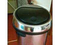 Kitchen bin for sale (very good condition)