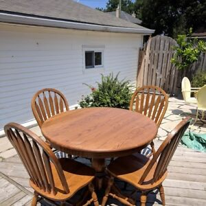 SOLID OAK ROUND KITCHEN TABLE AND CHAIRS