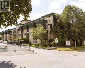 Beautiful Large Townhouse, 4Br, 2B, 1624 BLOOR ST, Mississauga