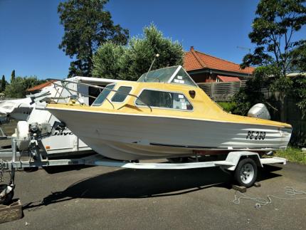 Unicorn Hornet Fishing Boat Half Cabin