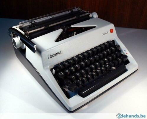 Vintage Olympia Schrijfmachine (model 1974 Monica)