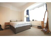 *******FANTASTIC TWO BEDROOM TWO BATHROOM SEMI-DETACHED HOUSE******* *******PERFECT LOCATION*******