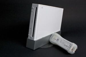 MODDED Nintendo Wii w/ accessories + GAMES!