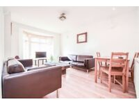 SW16 -STUNNING SPACIOUS THREE BEDROOM TWO BATHROOM HOME WITH PRIVATE DRIVE- AVAIL NOW ONLY £415PW
