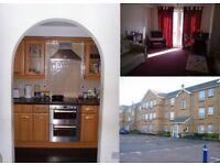 Dbl Room in Nice Cozy 2 Bed flat Hounslow East, Near Tube Stn, High St, Clean, Backgarden, Nice Area