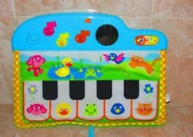 Piano cot music toy