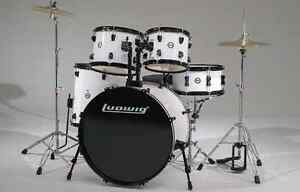 Drum batterie LUDWIG rare white edition tout inclut 3 cymbales