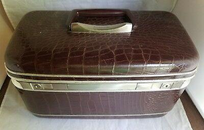 Samsonite Silhouette Burgandy Vintage Train Cosmetic Overnight Travel Case