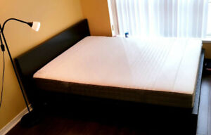 Mattress Queen size - 1 year old, excellent and new condition