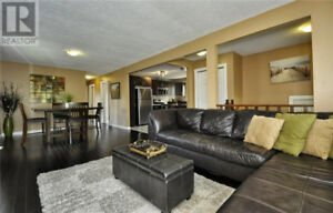BEAUTIFUL UPSTAIRS HOUSE FOR RENT. CAMB. NEAR 401. AVAIL DEC 1