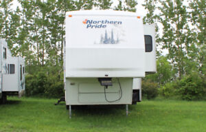 T8808A 2004 Fleetwood Northernpride M-31-5G (fifth Wheel)