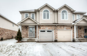 OPEN HOUSE SAT/SUN: End unit townhouse located in Doon South!