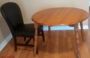 DINNING TABLE WITH 1 LEATHER CHAIR IN GOOD CONDITION