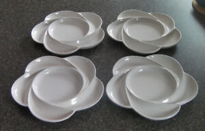Set of 4---Serving plates