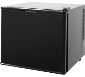 BRAND NEW Russell Hobbs RHCLRF17B Tabletop Cooler with 6 MONTHS WARRANTY