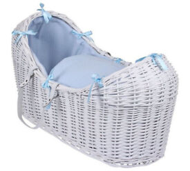 WHITE WICKER / BLUE DIMPLE PADDED SNOOZE POD MOSES BASKET &ROCKING STAND