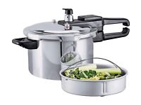 6L pressure cooker, with all the inserts.