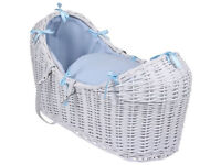 WHITE WICKER / BLUE DIMPLE PADDED SNOOZE POD MOSES BASKET & ROCKING STAND