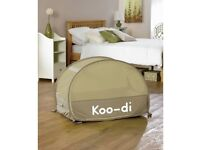 Koo-di bubble pop up travel cot, mattress and sheet as new condition