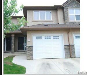 3 bedroom 2 bath townhouse in stonebridge!!