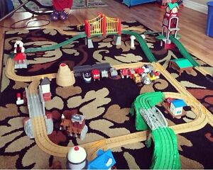 Large Lot of Fisher Price GEOTRAX Train Tracks/trains/buildings!