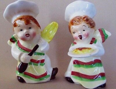 """LITTLE PIZZERIA COOKS""  WITH PIZZA & OVEN PADDLE * Salt and Pepper Shakers *PY"