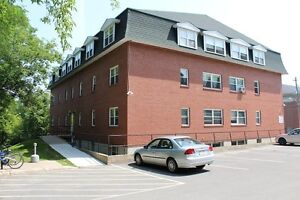 FIBRE OP READY!! - 4 BEDROOM - SEPTEMBER 1ST - CLOSE TO CAMPUS