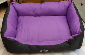 Dog bed- Scruffs Expedition box bed as new