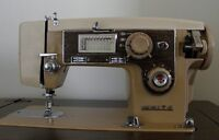 WHITE Sewing Machine w/cabinet