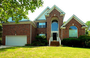 4 Bedroom Detached Freshly Painted House for Rent Mississauga