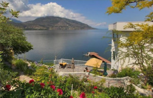 Downtown Kelowna Waterfront 3bed + 4bath