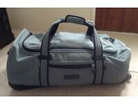 Hedgren Holdall with hard base on wheels with extendable handle - Grey - Excellent Condition!