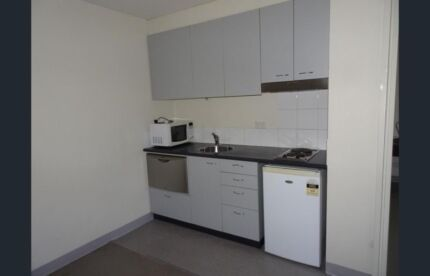share flat 2 people only. Perfect location !