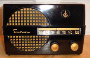 Emerson  Model 652B Table Top Radio