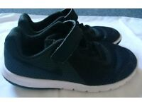Boys Nike Flex Experience 5. Black size 13, great condition