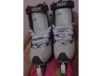 LADIES WHITE FIGURE SKATES SIZE 6