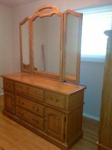 Solid Oak Queen 5 Piece Bedroom Set