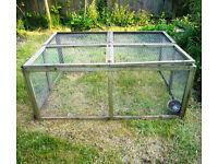 Large outdoor daytime pen / run - rabbits, guinea-pigs - pick up Barnet EN5